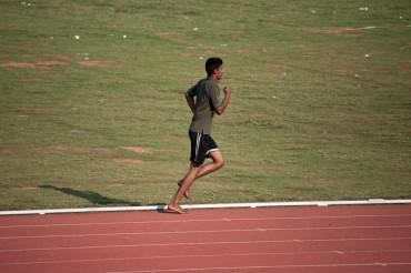 裸足で速く走る人達 アベベは裸足フルマラソン世界記録保持者では無かった。。。