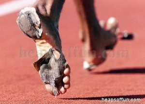 funny_sports_track_and_field_barefoot_running_m1001