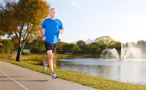 【研究】高齢者ランナーは若者と同じ様に歩く〜Runner's Worldより〜