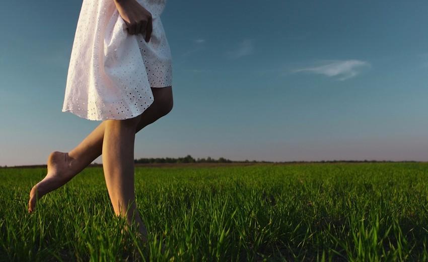 【重要研究】裸足でアーシングによる効果の凄さ!パート2 〜裸足で大地と繋がろう〜