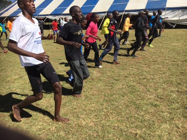 Running with Kenyans 明らかな変化が! 裸足教育3日目